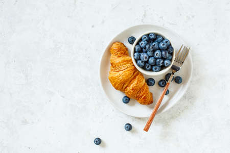 Photo pour Freshly Baked Croissant and Blueberry. - image libre de droit