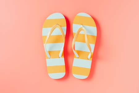 Photo pour Flip flops on pink background - image libre de droit