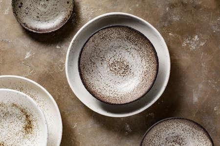 Photo pour Empty ceramic bowls - image libre de droit