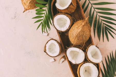 Foto de Fresh coconuts with coconut halves on a pink - Imagen libre de derechos
