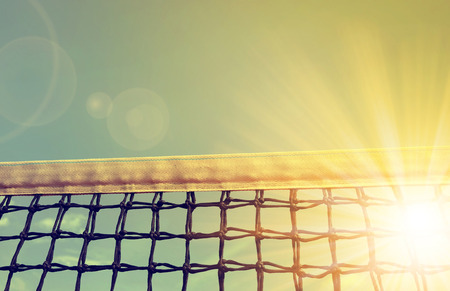 Foto de Tennis net with sunset sky in the background - Imagen libre de derechos