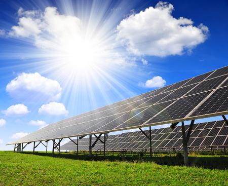 Photo pour Solar energy panels with sunny sky - image libre de droit