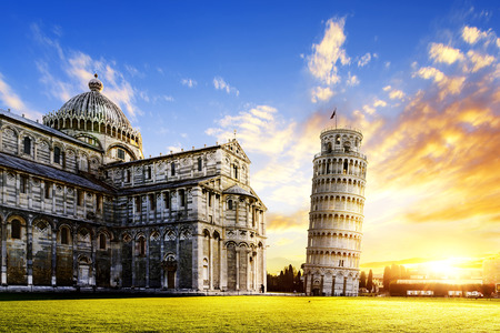 Foto de place of Miracoli complex with the leaning tower of Pisa in front, Italy - Imagen libre de derechos