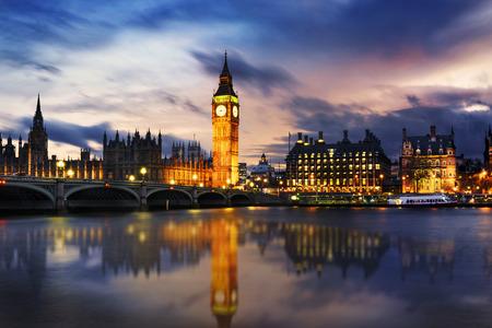 Foto de Big Ben and Houses of parliament at dusk, London, UK - Imagen libre de derechos