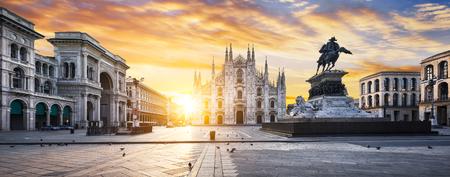 Photo pour Duomo at sunrise, Milan, Europe. - image libre de droit