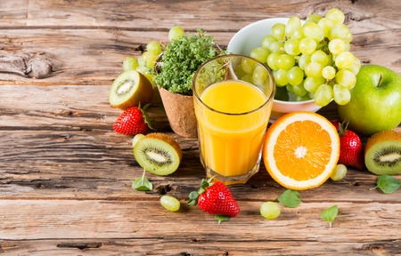 Foto de Fresh juice orange, Healthy drink on wood, breakfast concept, Nature fruits and vegetable - Imagen libre de derechos