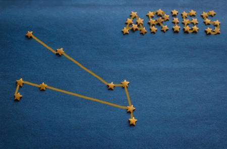 Foto de Blue background, small decorative stars, a schematic arrangement of the constellation Aries. Top view, drawing made by the author. - Imagen libre de derechos