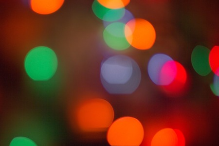 Foto de Bright, colored background. Everything is blurry, abstraction. Festive, night lighting. Red, orange, blue and green tones. - Imagen libre de derechos