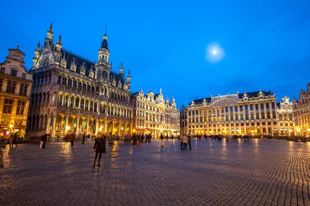 Foto de Grand Place Brussels, Belgium at dusk. - Imagen libre de derechos