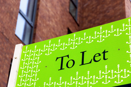 Photo pour To Let signs outside a English townhouse - image libre de droit