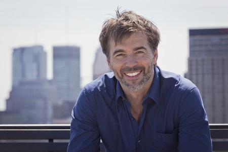 Photo pour Portrait Of A Mature Active Man Smiling In a city - image libre de droit
