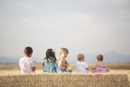 Foto de Children in the wheat field - Imagen libre de derechos