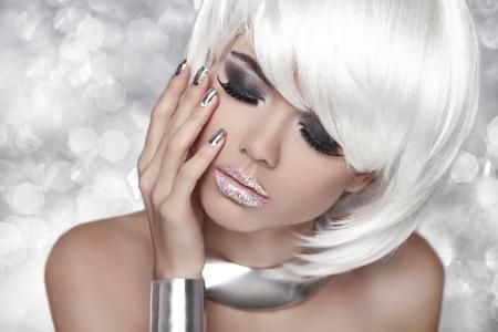 Photo pour Beauty Portrait Woman over bokeh Grey Background. - image libre de droit