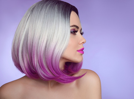 Photo pour Colorful dyed Ombre hair extensions. Fashion haircut. Beauty Model Girl blonde with short bob purple hairstyle isolated on purple background. Closeup woman portrait. - image libre de droit
