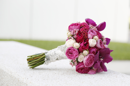 Foto de colorful flower wedding bouquet for bride - Imagen libre de derechos