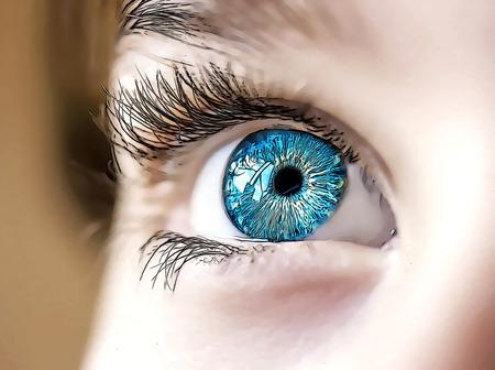 Photo pour insightful look blue eyes boy - image libre de droit