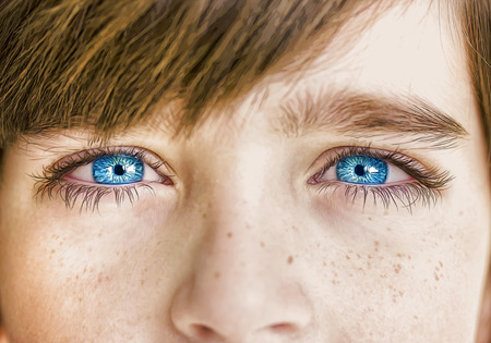 Photo pour insightful look blue eyes boy - image libre de droit
