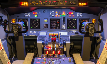 Foto de Cockpit of an homemade modern Flight Simulator - Imagen libre de derechos