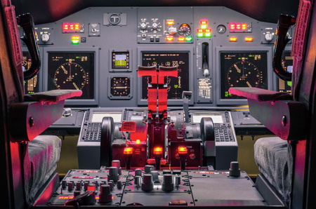 Foto de Cockpit of an homemade Flight Simulator - Concept of aerospace industry development - Flying simulation school for aviation learning pilots - Imagen libre de derechos