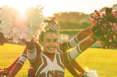 Photo pour Portrait of a cheerleeder in action - Team sport and high school activities - image libre de droit