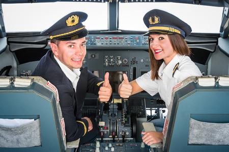 Foto de Young Pilots in Fly Simulator - Imagen libre de derechos