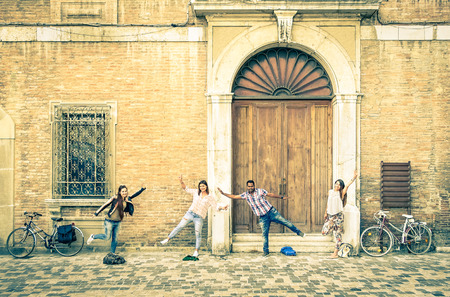 Photo pour Young hipster best friends having fun posing in classic ranaissance area - Youth concept and friendship with people alternative lifestyle - Guys and girls together in the city - Vintage filtered look - image libre de droit