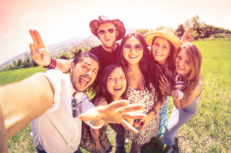 Photo pour Best friends taking selfie at countryside picnic - Happy friendship concept and fun with young people and new technology trends - Vintage filter look with marsala color tones - Fisheye lens distorsion - image libre de droit
