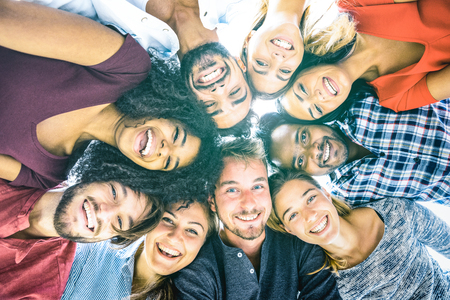 Foto de Multiracial best friends millennials taking selfie outdoors with back lighting - Happy youth friendship concept against racism with international young people having fun together - Azure filter tone - Imagen libre de derechos
