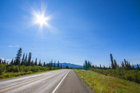 Photo pour Road of Alaska. Denali Highway in beautiful weather - image libre de droit