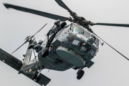 Foto de MOTRIL, GRANADA, SPAIN-JUN 09: Helicopter SH-60B Seahawk taking part in an exhibition on the 12th international airshow of Motril on Jun 09, 2017, in Motril, Granada, Spain - Imagen libre de derechos