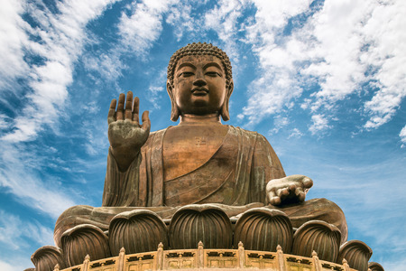 Foto de The enormous Tian Tan Buddha at Po Lin Monastery in Hong Kong. - Imagen libre de derechos