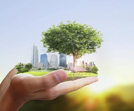 Foto de human hand holding the city  - Imagen libre de derechos