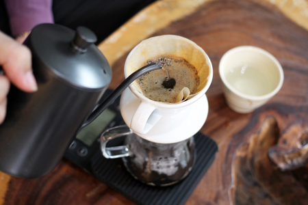 Photo pour Hand Drip Coffee, Barista pouring hot water over roasted grinded coffee powder making Drip brew coffee. - image libre de droit