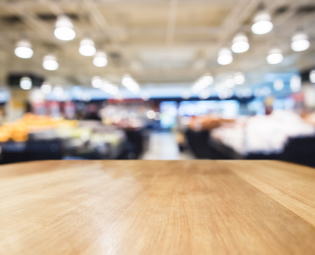 Photo pour Table top counter Bar with Blurred Supermarket Interior background - image libre de droit