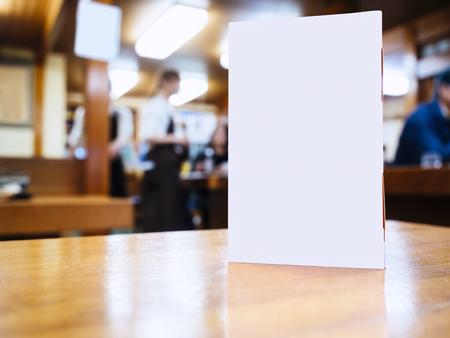 Foto de Mock up Menu frame on Table in Bar restaurant cafe Background with people - Imagen libre de derechos