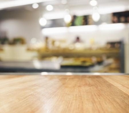Photo pour Table top with blurred kitchen interior background - image libre de droit