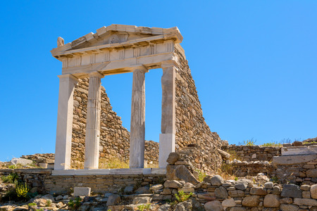 Photo pour The Temple in Archaeological Site of Delos island, Cyclades, Greece. - image libre de droit