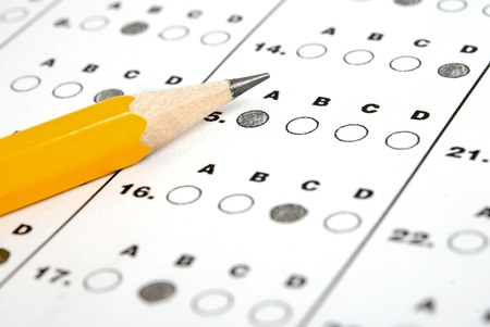 Photo pour Test score sheet with answers and pencil - image libre de droit
