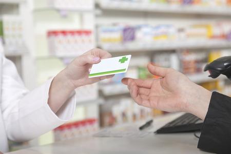 Foto de Customer hands over her payment customer card - Imagen libre de derechos