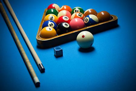 Photo pour Image of billiard balls, cue and chalk on blue table. - image libre de droit