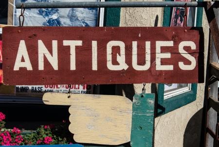 Foto de  Antiques  sign in store doorway - closeup  - Imagen libre de derechos
