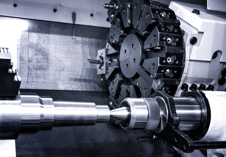 Photo pour Rotating head with drilling machine bits and tools in high precision mechanics plant at CNC lathe in workshop - image libre de droit