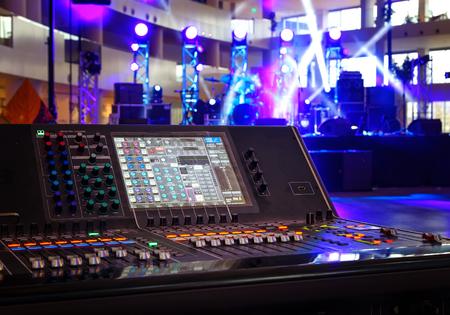Foto de Working sound control panel on background of stage - Imagen libre de derechos