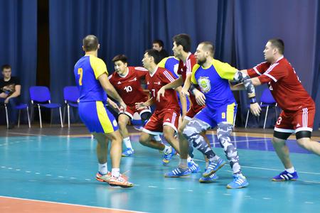Photo pour Orenburg, Russia - 11-13 February 2018 year: boys play in handball International handball tournament in memory of the first Governor of Orenburg province Ivan Ivanovich Neplueva - image libre de droit