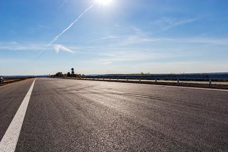 Photo pour New asphalt road and sky - image libre de droit