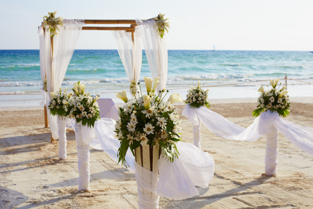 Photo pour Decorations for wedding ceremony on Boracay island beach - image libre de droit