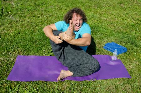 Foto de Funny fat man and yoga. - Imagen libre de derechos