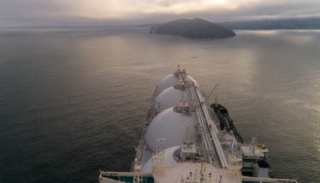 Photo pour Top view of a large LNG tanker and a tanker standing side by side. - image libre de droit