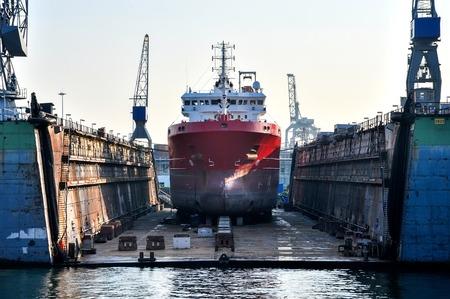 Foto de a ship in a floating dry dock - Imagen libre de derechos