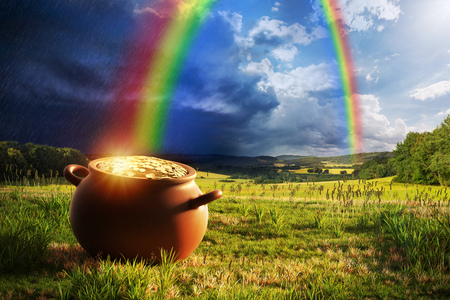 Photo pour Pot full of gold at the end of the rainbow. - image libre de droit